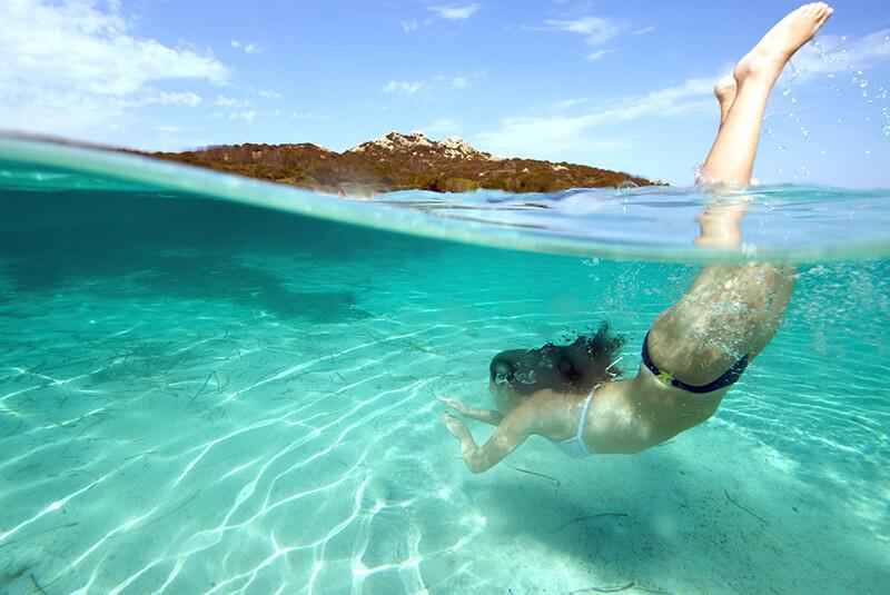 Plongeon dans la mer d'une plage à Saint-Raphaël